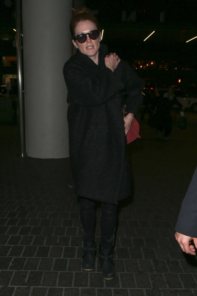 Julianne Moore – Arriving at LAX -06
