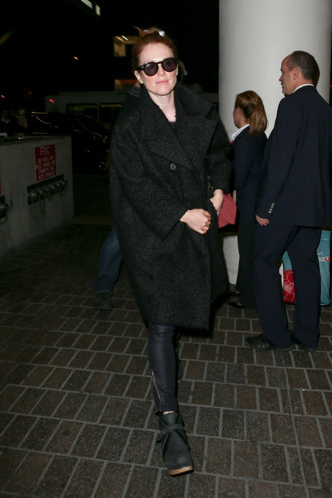 Julianne Moore – Arriving at LAX -08