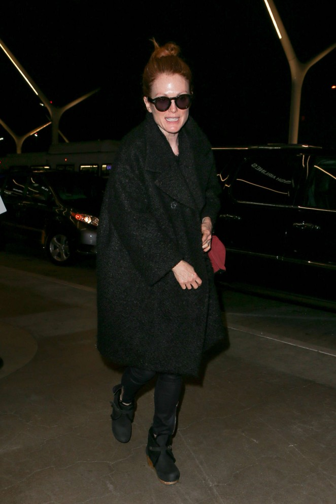 Julianne Moore – Arriving at LAX -09