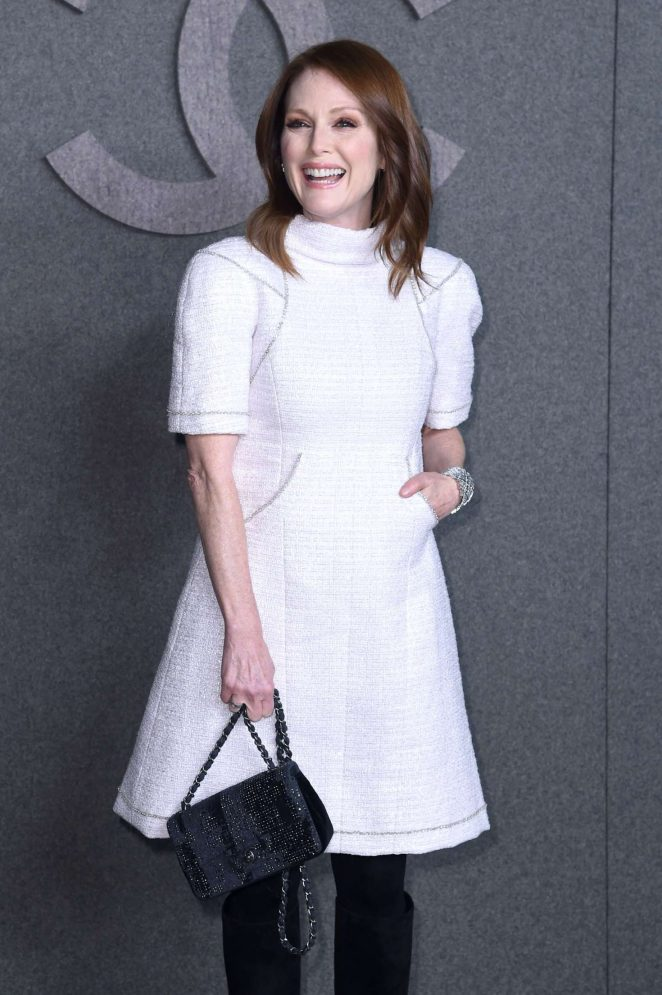 Julianne Moore – Chanel Metiers d'Art Pre-Fall 2019 Fashion Show in NY
