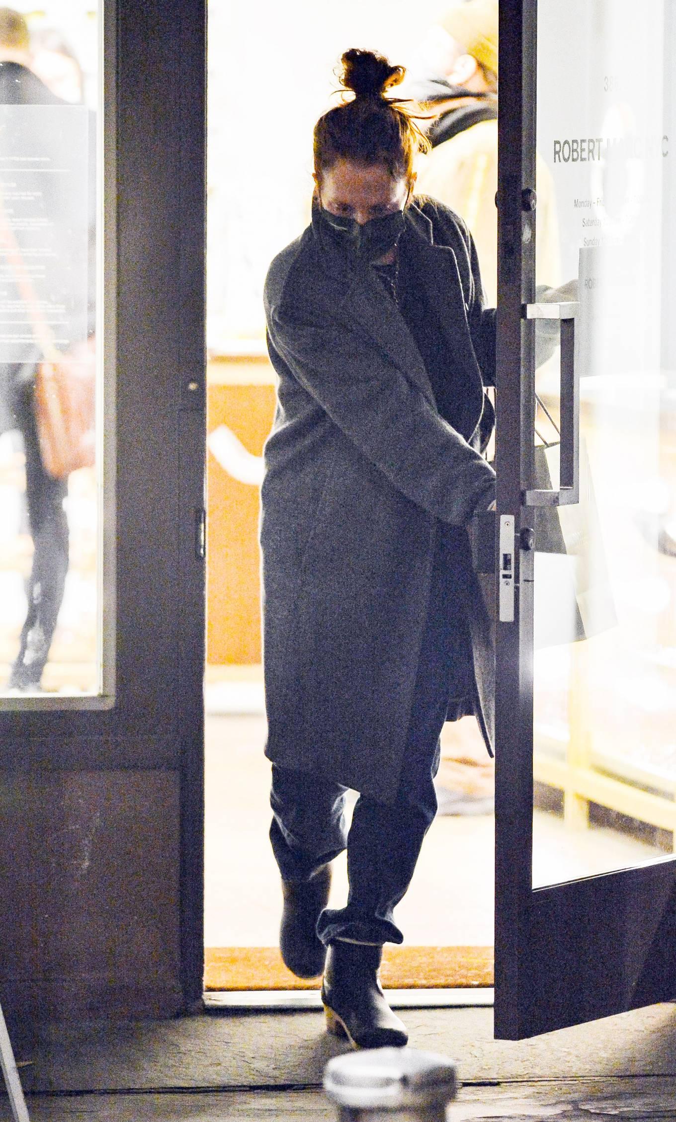 Julianne Moore 2020 : Julianne Moore – Eyeglass Shopping in New York City-11