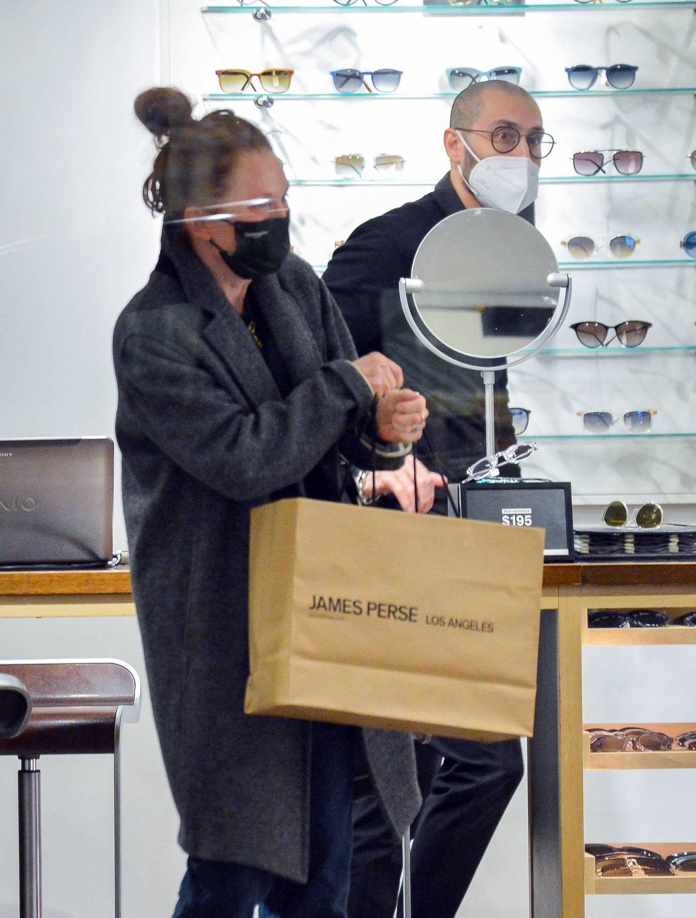 Julianne Moore 2020 : Julianne Moore – Eyeglass Shopping in New York City-13