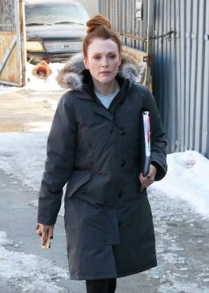 """Julianne Moore - Filming """"Maggie's Plan"""" movie set in NYC"""