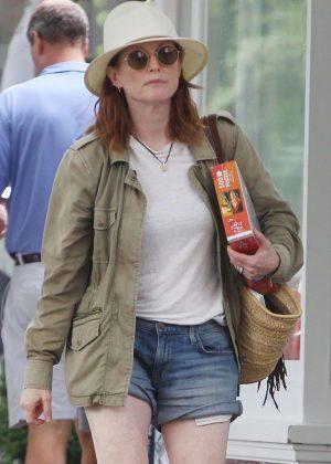 Julianne Moore in Jeans Shorts - Shopping in Hamptons
