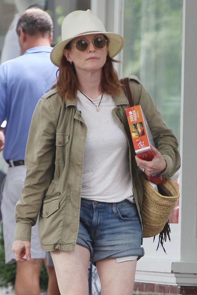 Julianne Moore in Jeans Shorts - Shopping in Hamptons