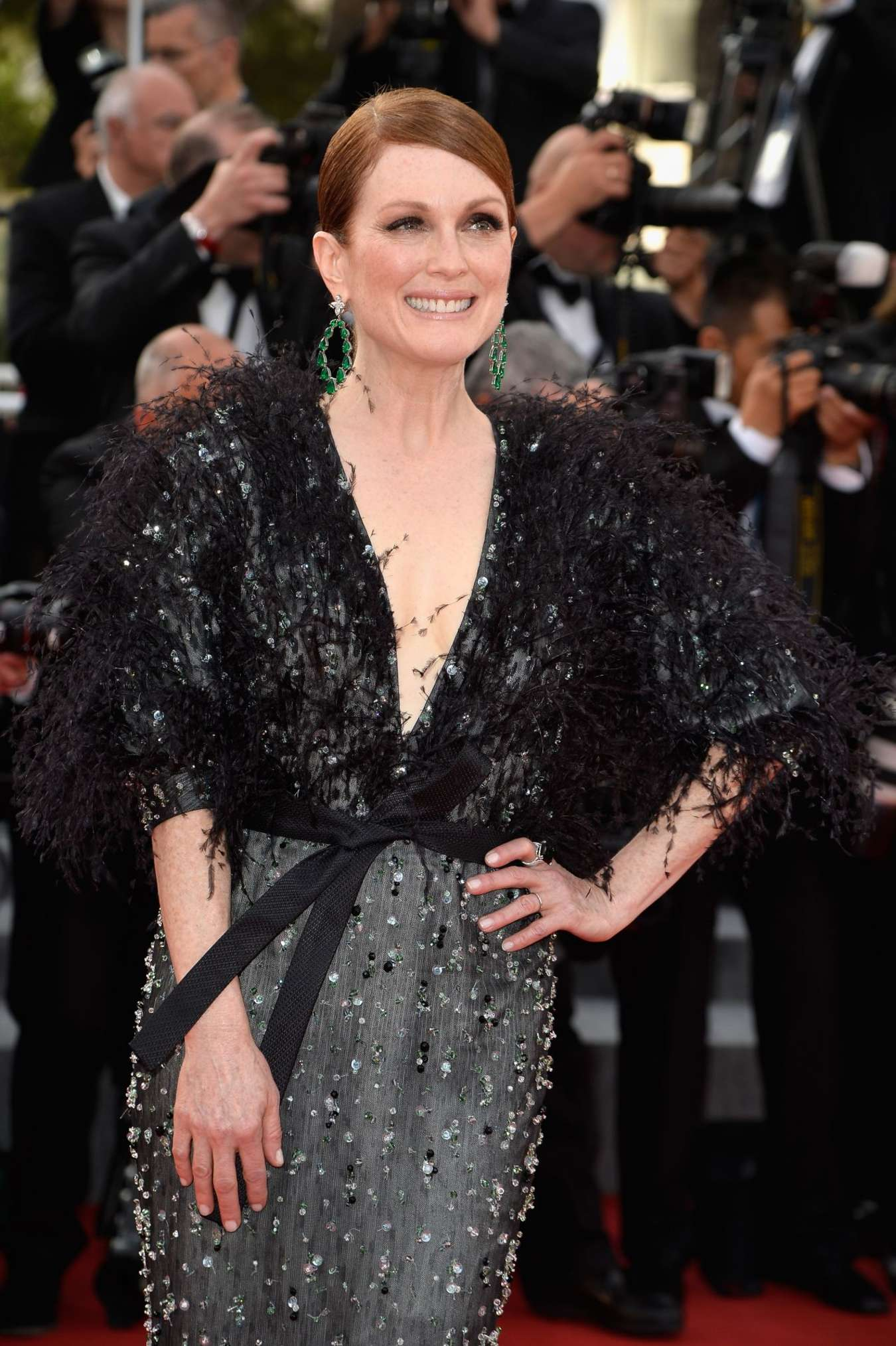 julianne moore la tete haute premiere at 2015 cannes film festival. Black Bedroom Furniture Sets. Home Design Ideas