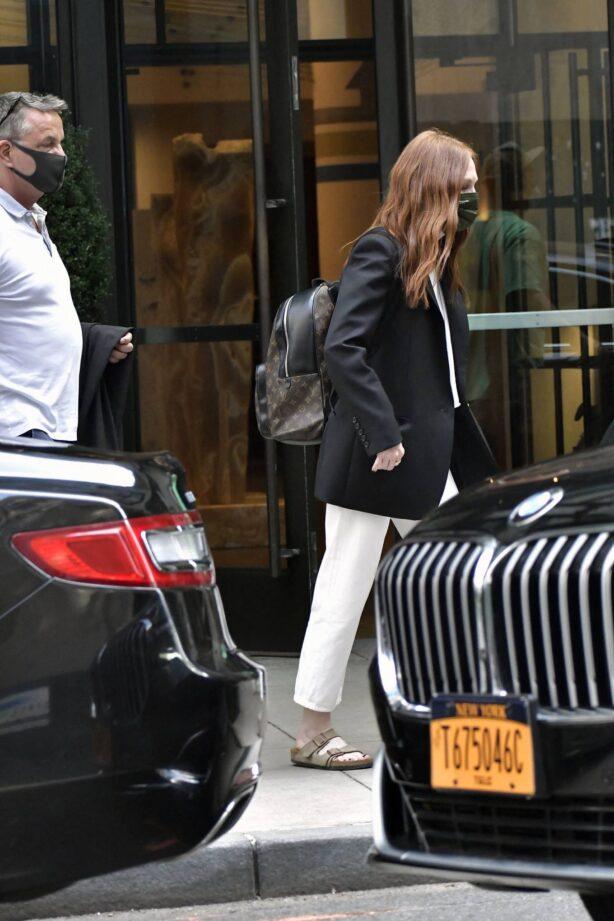 Julianne Moore - Leaves a hotel in New York