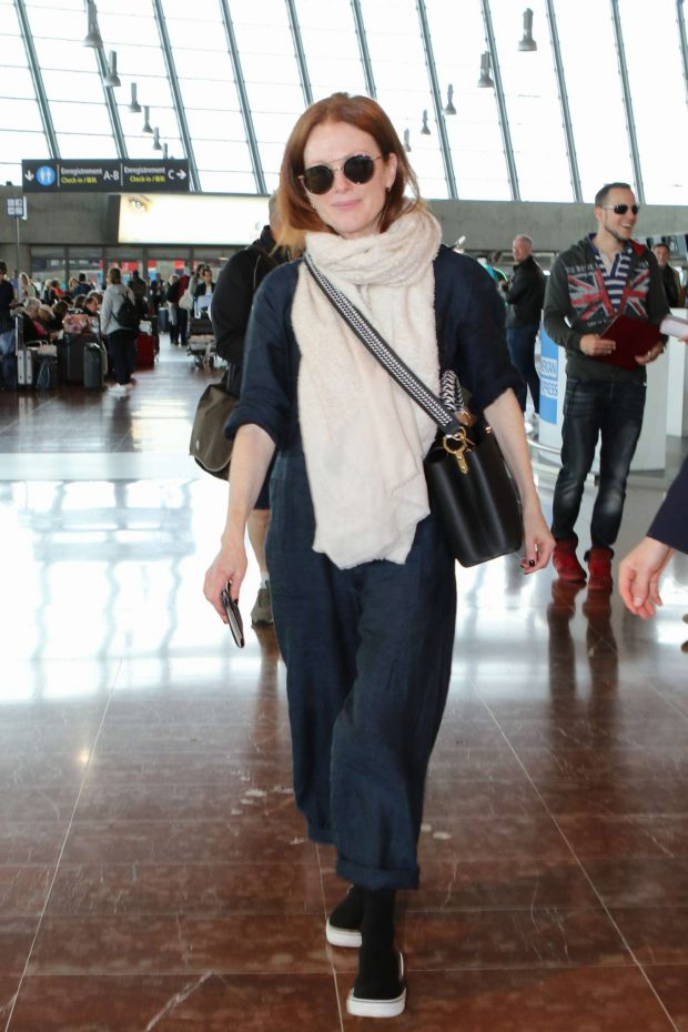 Julianne Moore - Leaves from Nice Airport in France