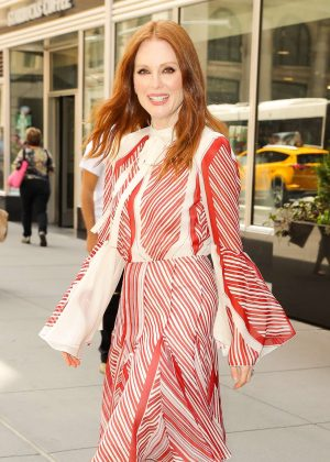 Julianne Moore - Leaving the Empire State Building in New York City