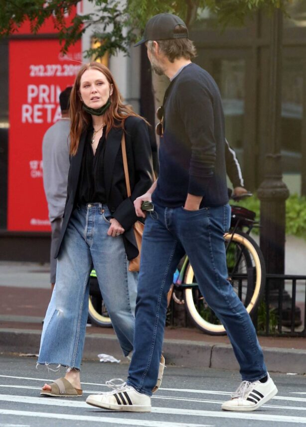 Julianne Moore - With Bart Freundlich out in the West Village - New York