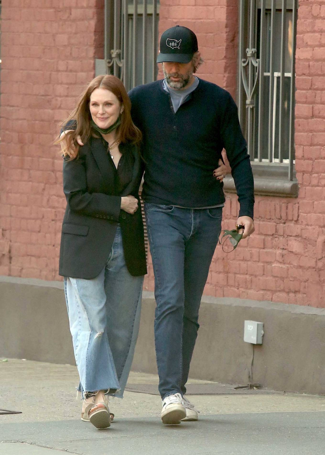 Julianne Moore 2021 : Julianne Moore – With Bart Freundlich out in the West Village – New York-04