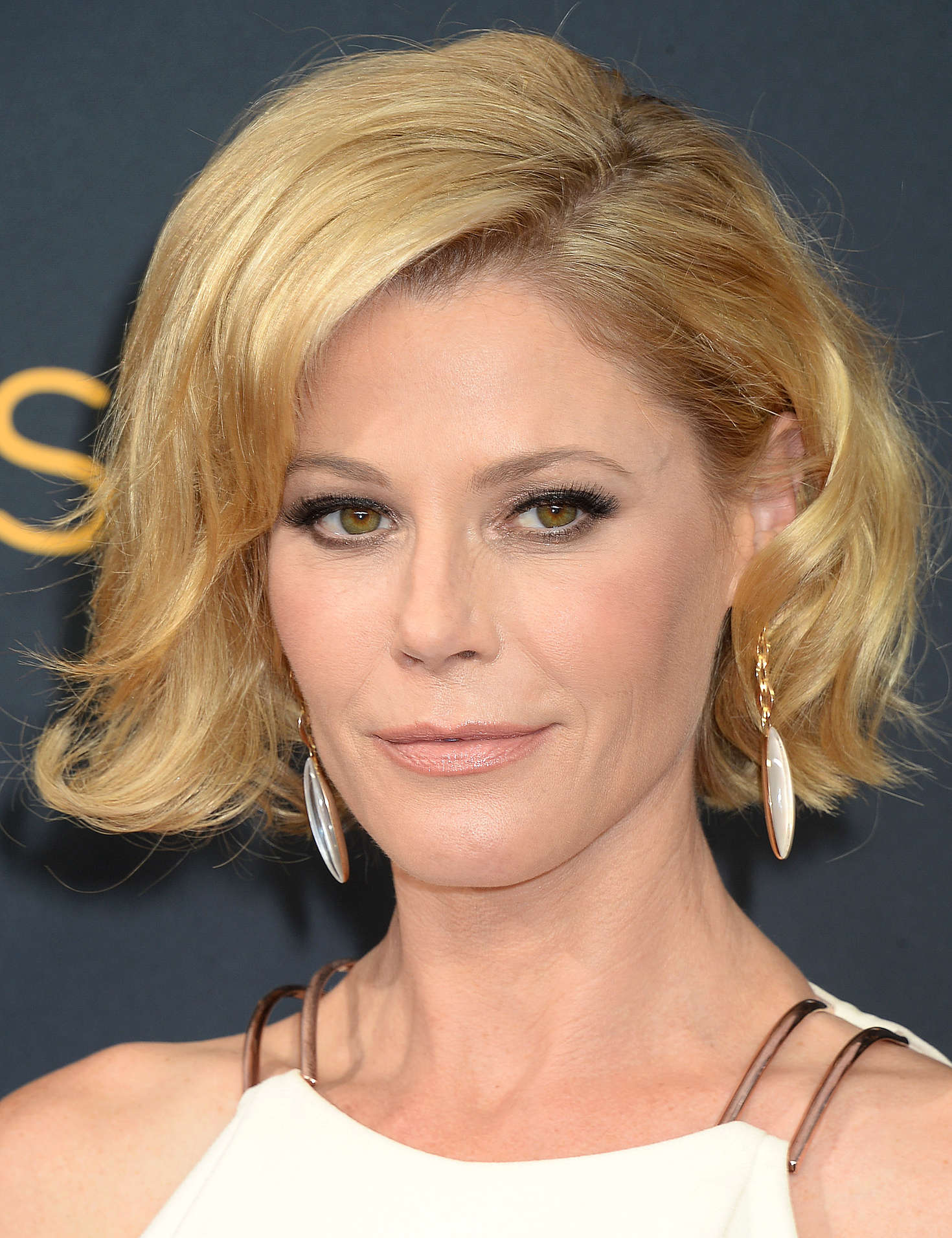 Pleasing Julie Bowen 2016 Emmy Awards In Los Angeles Hairstyles For Women Draintrainus