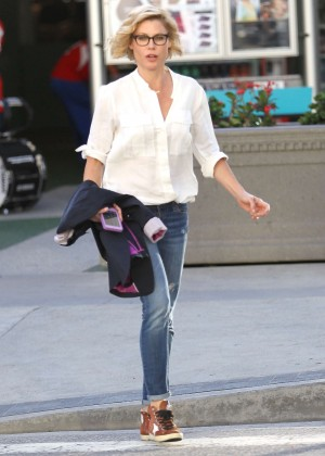 Julie Bowen in Jeans out in Los Angeles