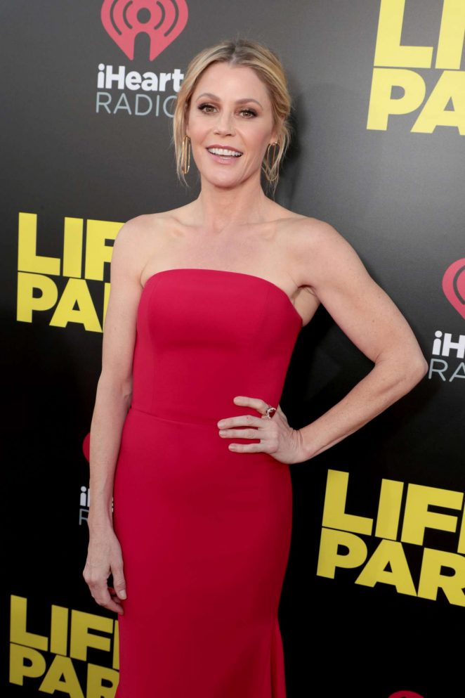 Julie Bowen – 'Life of the Party' Premiere in Auburn