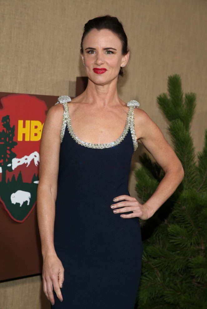 Juliette Lewis – 'Camping' Premiere in Los Angeles