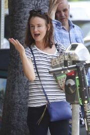 Juliette Lewis - Shopping in Los Angeles