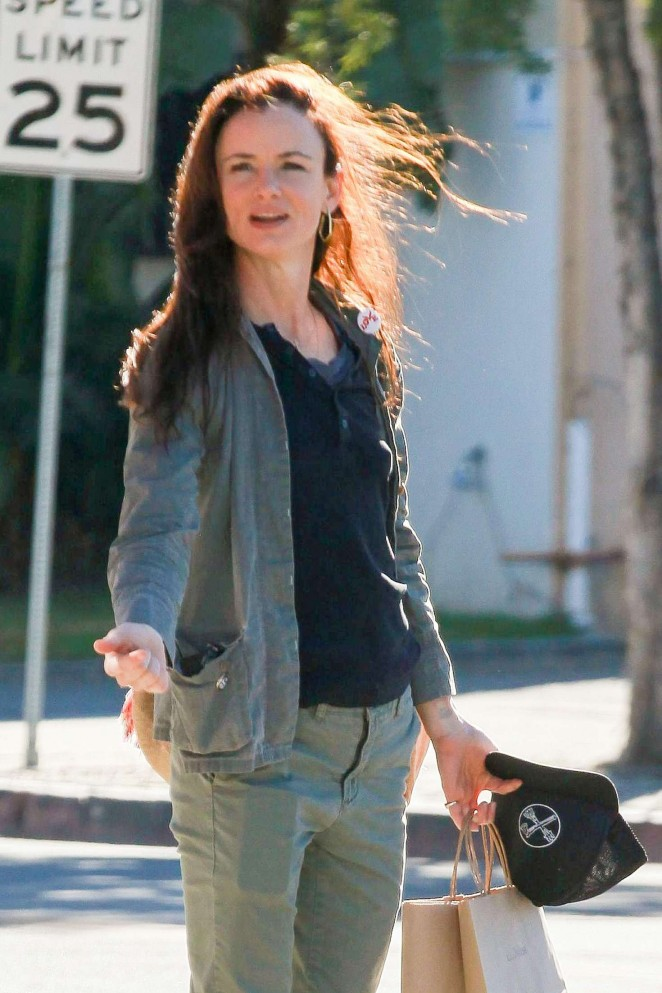 Juliette Lewis - Shopping in West Hollywood