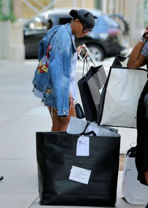e0dabbe67bb8 June Ambrose – Leaves Beyonce s Apartment in New York