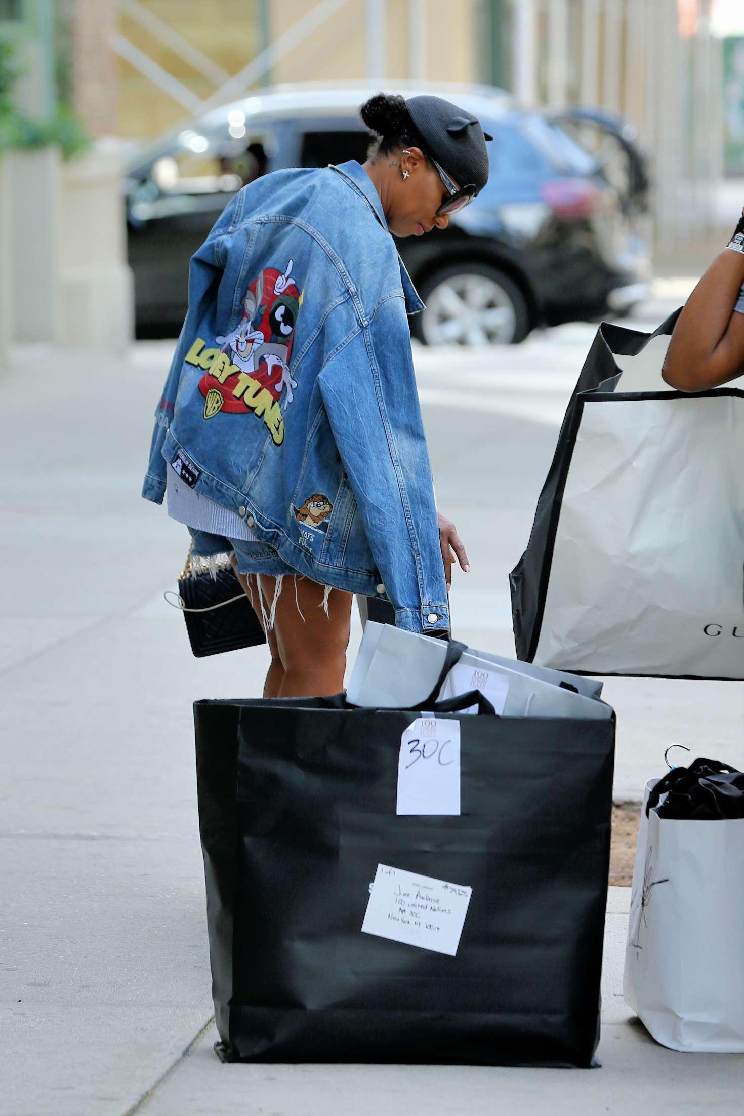 b84f7fcf0757 June Ambrose  Leaves Beyonces Apartment -08 - Full Size