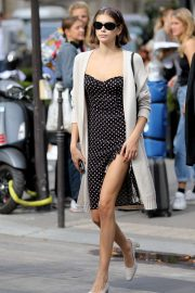 Kaia Gerber and Cindy Crawford had lunch at the Avenue restaurant in Paris
