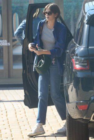 Kaia Gerber - arrives at Cafe Habanna in Malibu