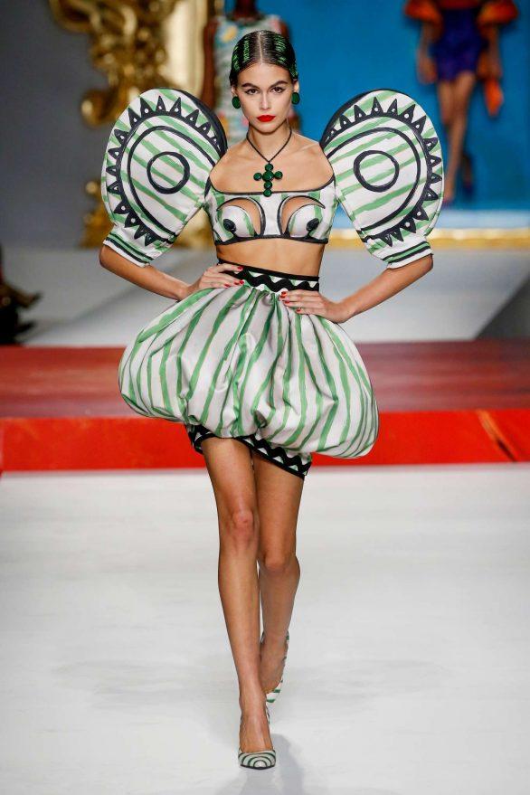 Nyc Fashion Week 2020.Kaia Gerber Moschino Runway Show Ss 2020 At Milan Fashion