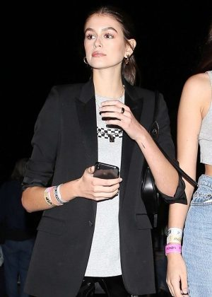 Kaia Gerber - Night out with friends in Los Feliz