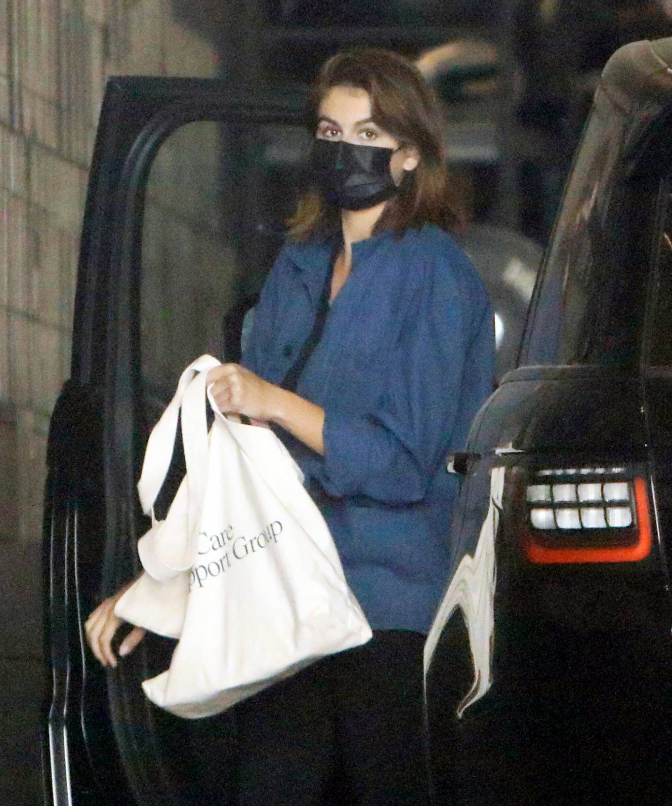 Kaia Gerber - runs a few errands in West Hollywood