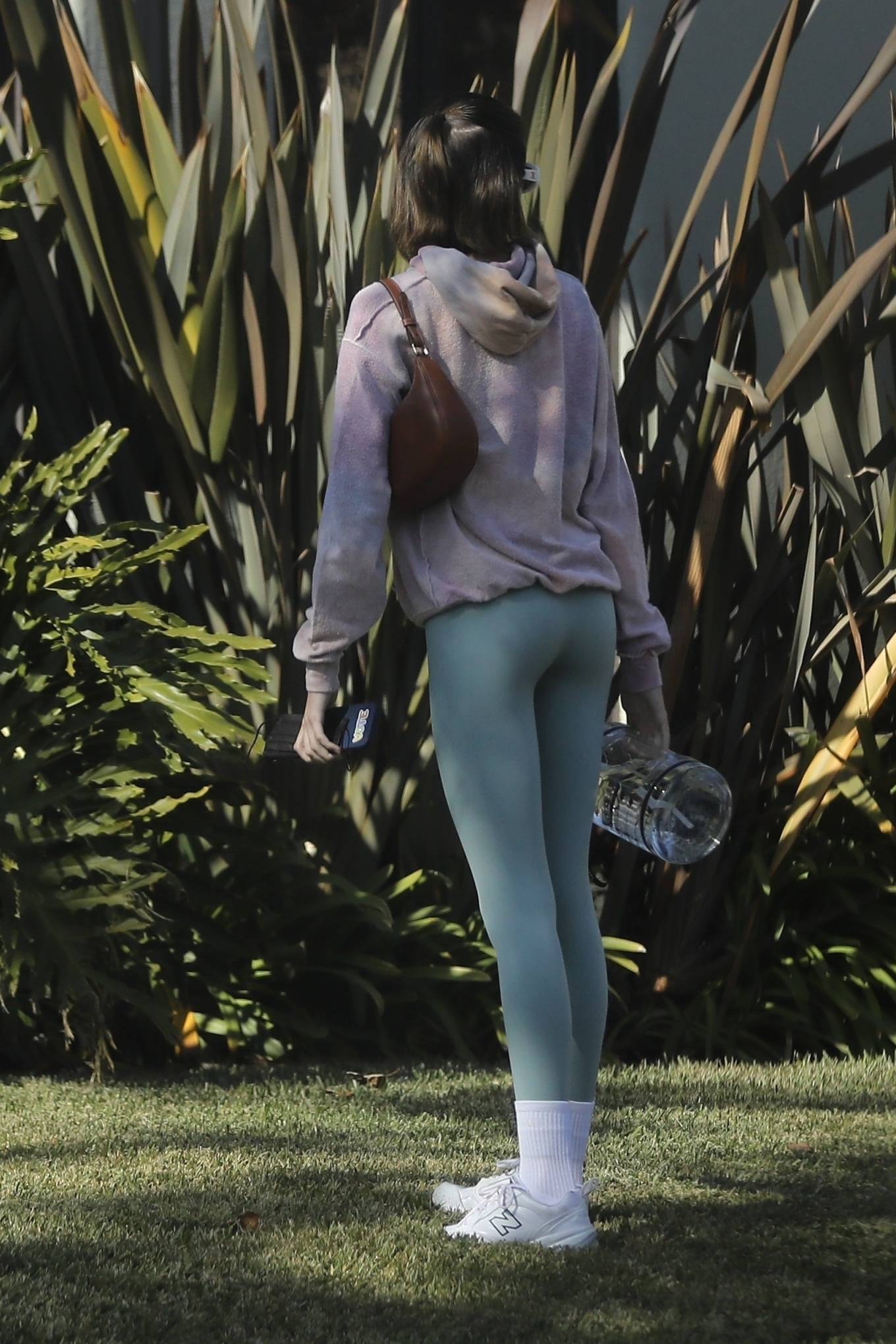 Kaia Gerber 2020 : Kaia Gerber – Seen walking her dog in Santa Monica-13