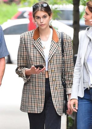 Kaia Gerber - Shopping for a new apartment in New York City