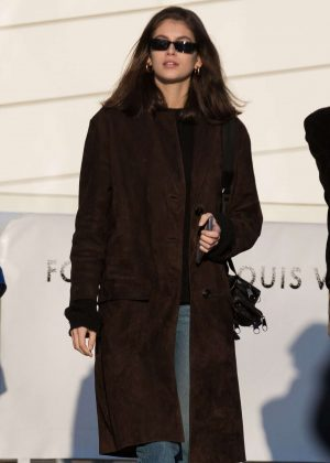 Kaia Gerber – Visits the Louis Vuitton Foundation in Paris