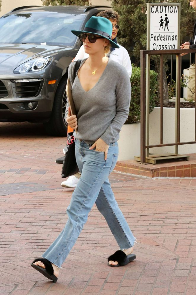 Kaley Cuoco at Neiman Marcus for some holiday shopping in Beverly Hills