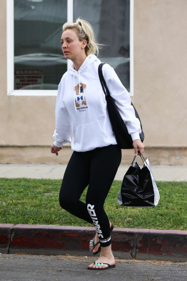 Kaley Cuoco - Gets a pedicure in Los Angeles