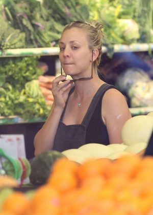 Kaley Cuoco grocery shopping at Whole Foods in Los Angeles