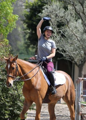 Kaley Cuoco - Horse trainer, Los Angeles