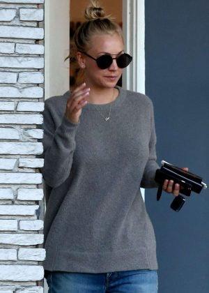 Kaley Cuoco in Jeans Leaves beauty salon in Studio City