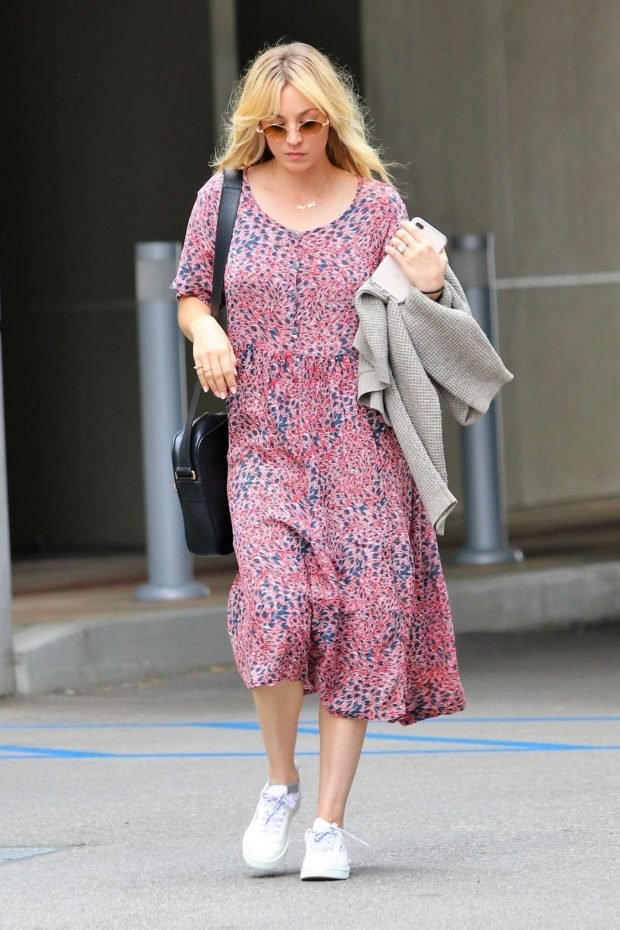 Kaley Cuoco: In Summer dress out in Los Angeles -02
