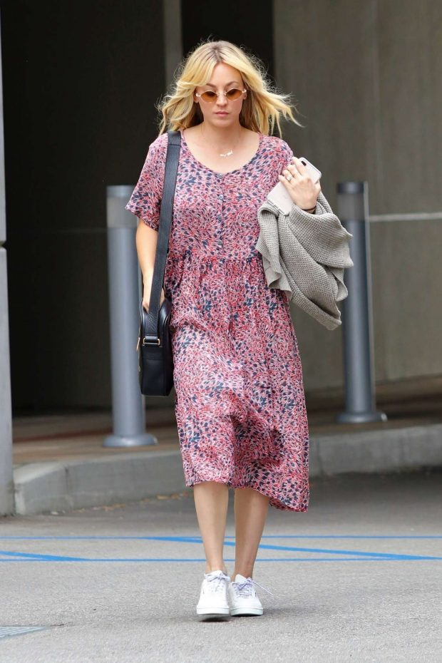 Kaley Cuoco: In Summer dress out in Los Angeles -15