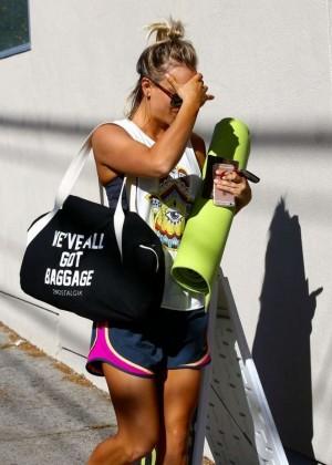 Kaley Cuoco: Leaving yoga class -02