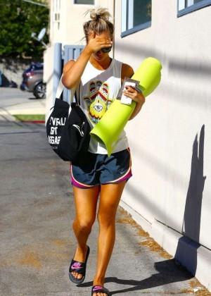 Kaley Cuoco: Leaving yoga class -08