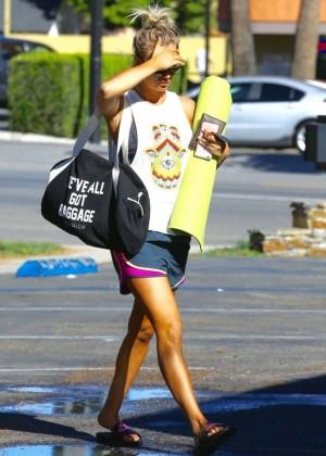 Kaley Cuoco: Leaving yoga class -09