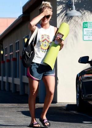 Kaley Cuoco: Leaving yoga class -20