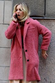 Kaley Cuoco - On the set of 'The Flight Attendant' in NYC