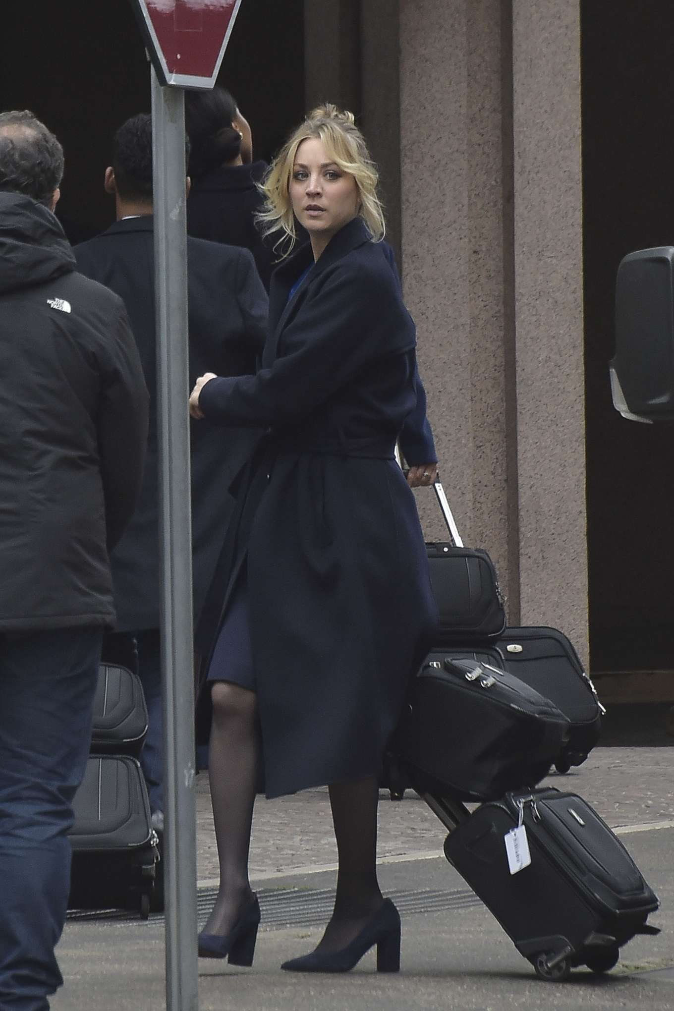 Kaley Cuoco - On the set of 'The Flight Attendant' in Rome
