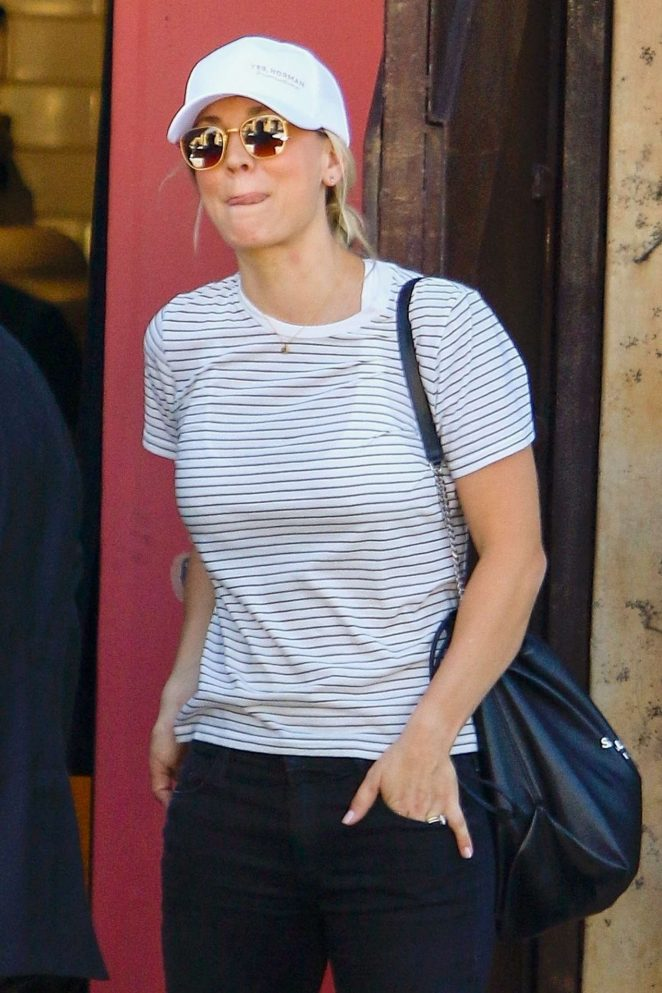 Kaley Cuoco – Out for lunch in Studio City