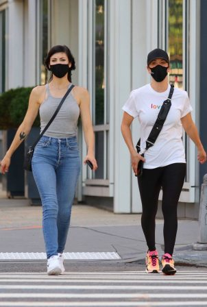 Kaley Cuoco out for stroll with her sister in Manhattan