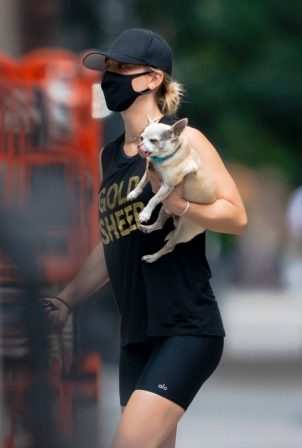 Kaley Cuoco - Seen Out in New York