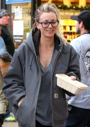 Kaley Cuoco - Shopping at Whole Foods in Encino