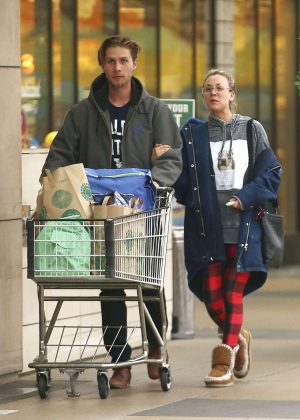 Kaley Cuoco Shopping with her boyfriend Karl Cook in Los Angeles
