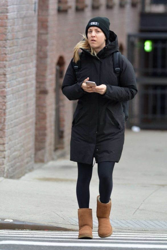Kaley Cuoco - Solo stroll in NYC